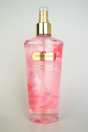victoria secret: A spray bottle of Victorias Secret Sheer love