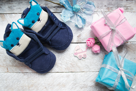 Little baby shoes on a wood Foto de archivo