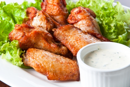 chicken wings: fried chicken wings with blue cheese sauce