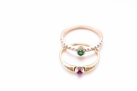zafiro: dos anillos con diamantes, esmeralda y rubí Foto de archivo