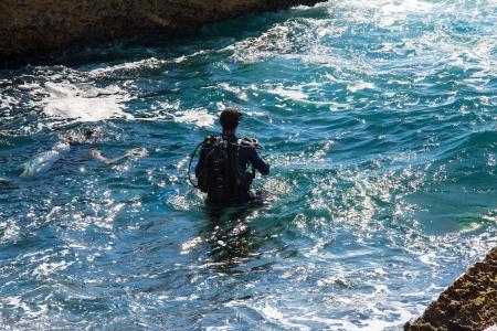 scuba diver preparing to enter the water Stock Photo - 19216959