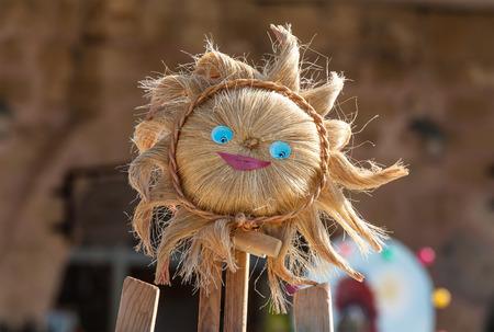caras felices: retrato de un espantap�jaros sonriendo