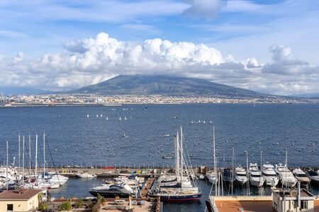 Photograph taken from the Castle of the Ovo in Naples with a panoramic view of the Vesuvius volcano Banque d'images