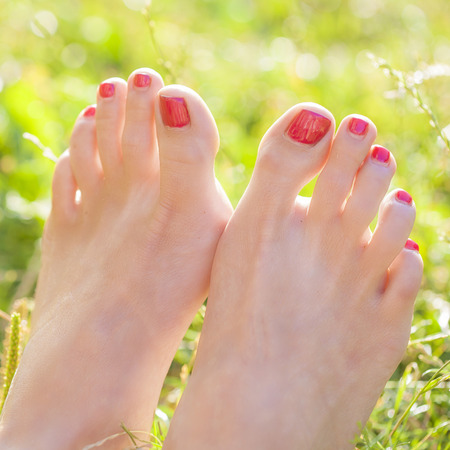 grass beautiful: Female barefoot in the grass