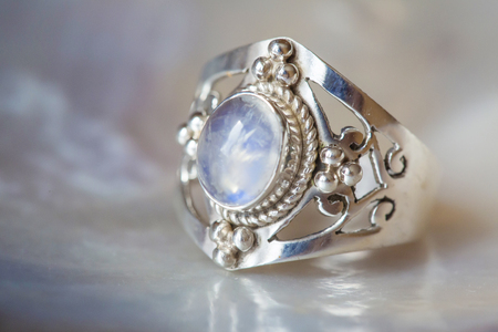 Beautiful silver ring with natural moon stone 版權商用圖片