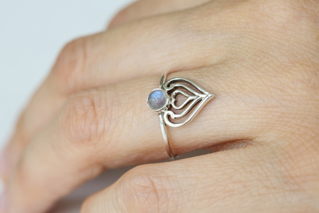 Female hand wearing silver ring with moon gemstone 版權商用圖片
