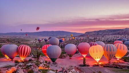 Colorful hot air balloons before launch in Goreme national park, Cappadocia, Turkey Banco de Imagens