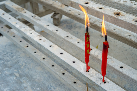 flamme: Two chinese red candles burning