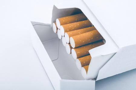 -タバコのパックの側面図普通のタバコ パッケージ