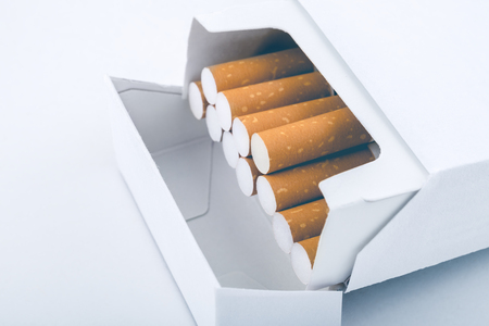 Side view of a pack of cigarettes - Plain tobacco packaging Stockfoto