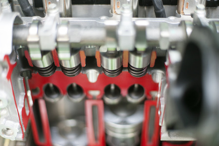 inline: Internal combustion engine cross section of inline engine