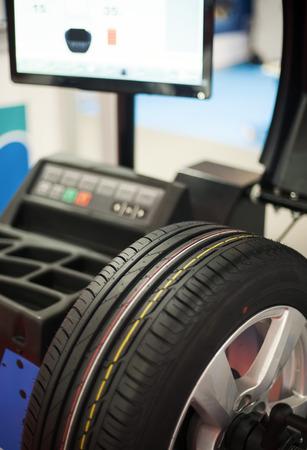 wheel balancing: Wheel balancer, computerized tire balancing machine