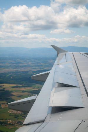 Samolotem idą do ziemi, klapy idą do góry.