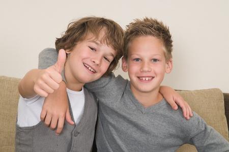 mejores amigas: Estos dos chicos son mejores amigos. Amigos para toda la vida! Foto de archivo