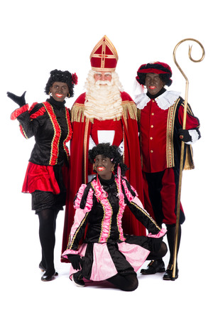 """Zwarte Piet (Zwarte Piet) is een karakter, een deel van een Nederlandse traditie genaamd """"Sinterklaas"""", die wordt gevierd op december de vijfde."""