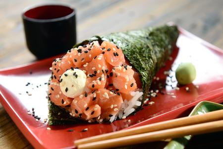 comida japonesa: Temaki - comida japonesa Foto de archivo
