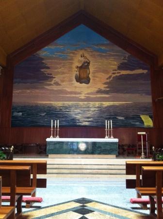 Church interior with altar 版權商用圖片