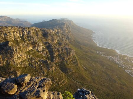 View over Camps Bay, Table Mountain, South Africa, Africa 版權商用圖片 - 128725348