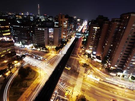 都市の夜のラッシュアワー