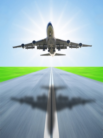boeing 747: Aeroplano decollare in pista Archivio Fotografico