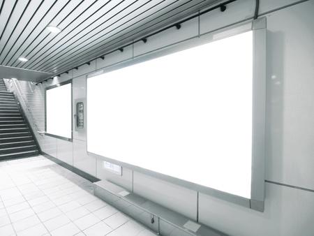 blank billboard: Blank billboard in unterirdischen Gang Lizenzfreie Bilder