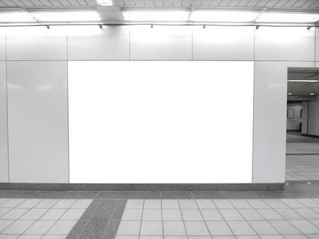 blank billboard: Blank Plakatwand in unterirdischen Gang