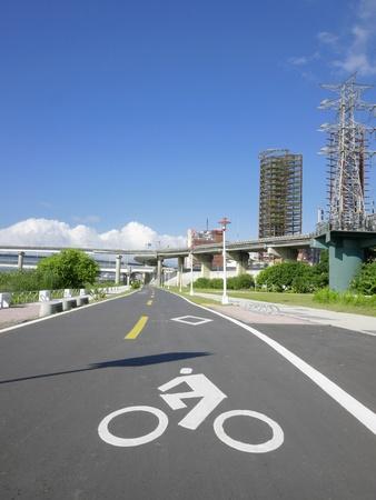 schlagbaum: Fahrrad-Weg im Park Lizenzfreie Bilder