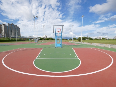 Buiten basketbalveld Stockfoto