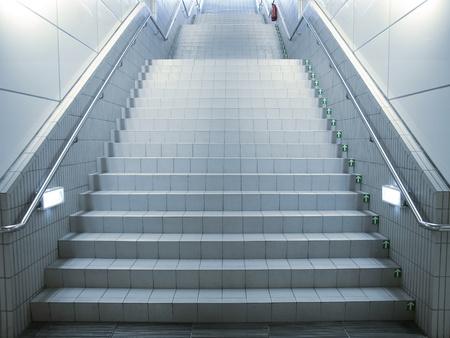 통로: 지하 통로의 계단