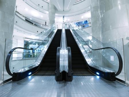 Escalera mecánica en los grandes almacenes
