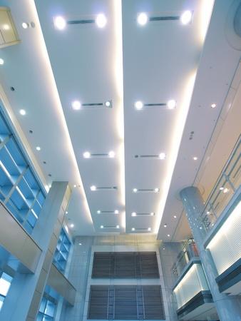 tunnel di luce: Rooftop di edificio moderno