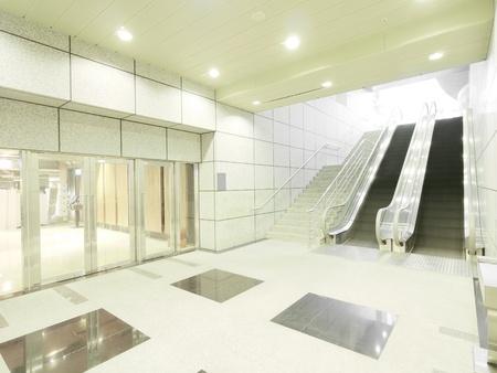 centro comercial: Escalera y entrada en la clandestinidad