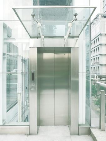 roof framework: Transparent elevator