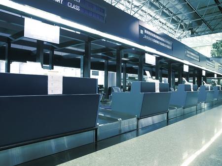 Check-in balie op de luchthaven Stockfoto