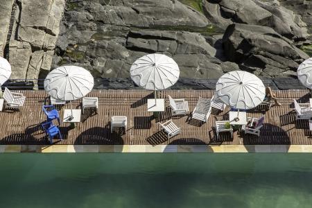 joa: Swimming pool by the rocks in Rio De Janeiro