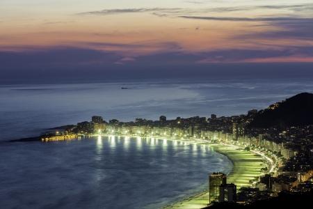 리우 데 자네이루, 브라질에서 밤에 코파카바나 비치 스톡 콘텐츠
