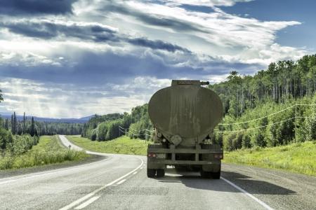 Camion avec remorque transporter du matériel hazzardous