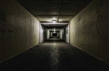 밤에 빈 터널 스톡 콘텐츠 - 28157569