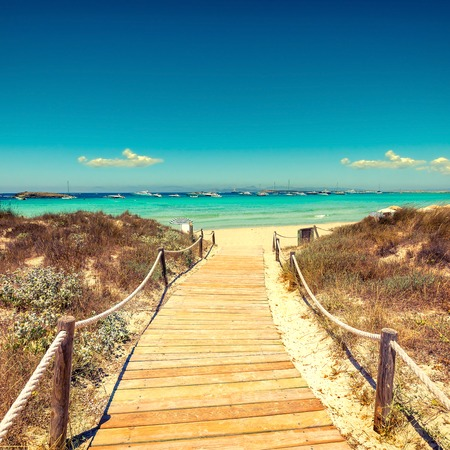 Entrance to the beach with wooden walkway in tropical island Imagens