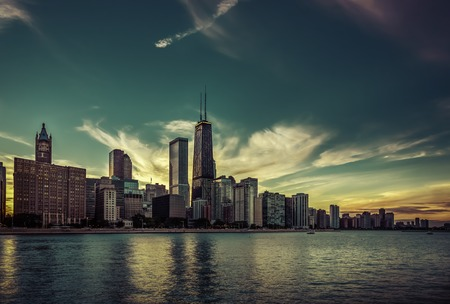 Chicago Downtown skyline by dusk Imagens