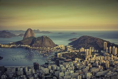 리오 데 자네이로 보타 베이, 브라질 통해 아름 다운 석양 스톡 콘텐츠