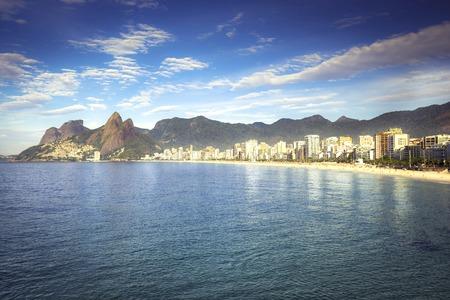 Morning sun on Ipanema Beach with city panorama in Rio de Janeiro,Brazil Zdjęcie Seryjne