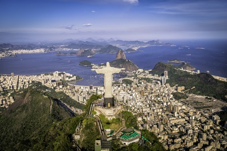 キリストは、リオデジャネイロ、ブラジルのシンボルの航空写真 報道画像