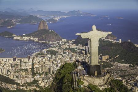리오 데 자네이로 브라질 : 높은 각도에서 그리스도와 보타 베이의 공중보기 스톡 콘텐츠 - 41105717