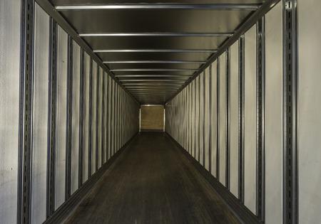 remolque: remolque de camión vacío Foto de archivo