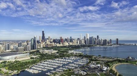 シカゴのスカイライン空撮公園とマリーナ
