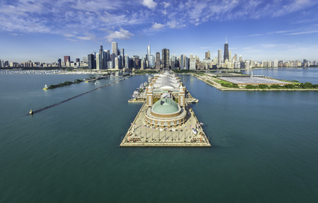 Chicago Skyline aerial view Navy Pier 스톡 콘텐츠