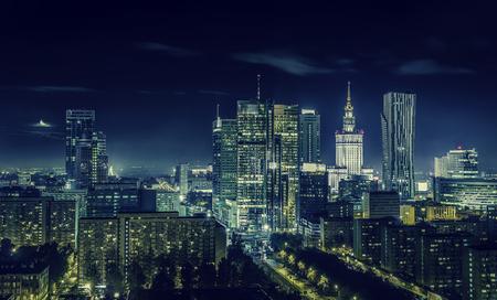 Warschau Innenstadt in der Nacht, Polen Standard-Bild