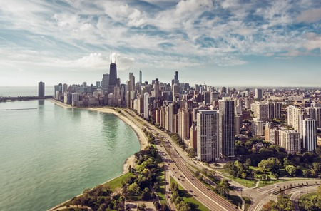 Chicago Skyline aerial view with road by the beach, vintage colors Stockfoto