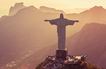 Veduta aerea del Cristo statua da angolo alto, Rio De Janeiro